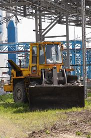 foto of bulldozers  - This bulldozer is a big vehicle which can flatten out ground and other surfaces - JPG