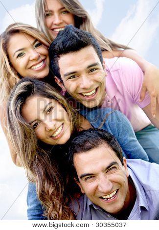 Постер, плакат: Портрет счастливой группы друзей весело, холст на подрамнике