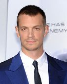 LOS ANGELES - FEB 10:  Joel Kinnaman arrives to the