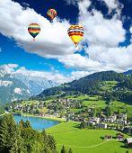 Постер, плакат: Небольшой швейцарской деревни вблизи гора Титлис