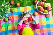 Постер, плакат: Little Girl Eating Apples