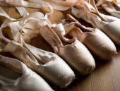 Постер, плакат: Старый Балетные туфли или Тапочки