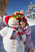 Постер, плакат: Отец и дочь здание снеговика