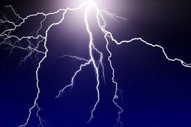 picture of lightning bolt  - lightning flash in dark sky - JPG