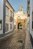 pic of faro  - Street view of old downtown Faro  - JPG