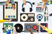 Постер, плакат: Media Movies Radio Music Tools Concept