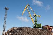 picture of scrap-iron  - scrap metal loading - JPG