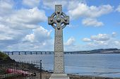 Memorial and Tay Bridge