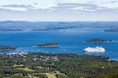 Постер, плакат: White Cruise Ship In Blue Bay In Maine