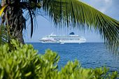 foto of cruise ship  - cruise ship on the kona coast - JPG