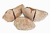 Постер, плакат: Несколько целом обстреляли бразильских орехов изолированные на белом