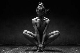 picture of  dancer  - young beautiful dancer posing in studio - JPG