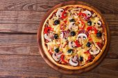 Постер, плакат: Pizza with seafood on wood table top view