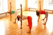 Yoga im Health Club tun