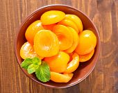picture of apricot  - apricots in syrup, sweet apricots in bowl