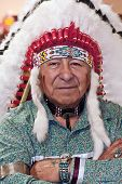picture of headdress  - Hobi Native American Indian in complete and full headdress - JPG
