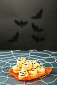 pic of spiderwebs  - Tasty Halloween macaroons decorative spiderweb - JPG