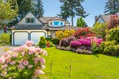 picture of stone house  - Flowers in front of the house - JPG