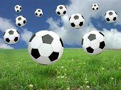 Постер, плакат: Футбольный мяч дождь