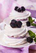 image of blackberries  - Meringue with blackberry and cream - JPG