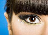 Постер, плакат: крупный план женского глаза с бриллиантами