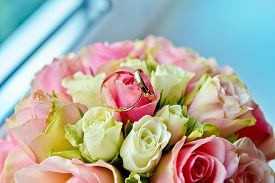 picture of wedding  - Wedding bouquet with pink and white roses - JPG