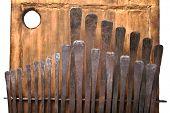 Постер, плакат: традиционный инструмент Африканской калимбы или пальца фортепиано