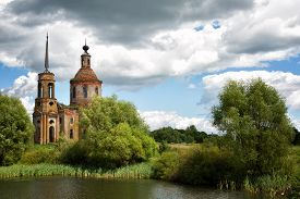 picture of ascension  - Church of the Ascension in the village of Skorodnoye  - JPG