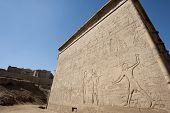 Постер, плакат: Иероглифические резьбы на древний египетский храм стены