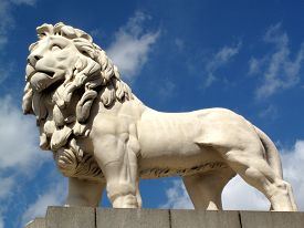 foto of lion  - South Bank Lion or Coade Stone Lion on Westminster Bridge - JPG