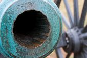 image of revolutionary war  - closeup of striated bore of Revolutionary War - JPG