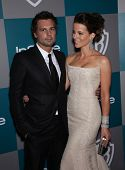 LOS ANGELES - JAN 15:  Kate Beckinsale & Len Wiseman arriving to Golden Globes 2012 After Party: WB