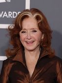LOS ANGELES - FEB 12:  BONNIE RAITT arriving to Grammy Awards 2012  on February 12, 2012 in Los Ange