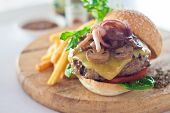 ������, ������: Cheese Burger