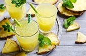 Постер, плакат: Pineapple Cocktail With Pulp