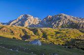 picture of shan  - Scenic mountain peaks in Tien - JPG