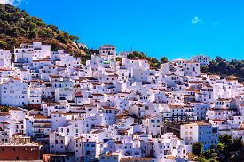 picture of pueblo  - Picturesque view of pueblo blanco Casares  - JPG