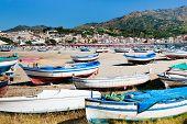 Постер, плакат: Старые лодки на пляже Сицилия