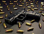 Постер, плакат: Закрывающаяся суб компактный пистолет