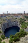 pic of open-pit mine  - The Big Hole  in Kimberley - JPG