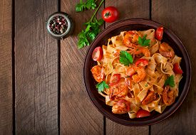 image of shrimp  - Fettuccine pasta with shrimp - JPG