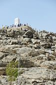picture of jabal  - Muslim pilgrims at jabal Arafat - JPG
