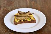 Постер, плакат: Sandwich with scrambled eggs and sprats