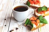Постер, плакат: Bruschetta With Spinach And Cherry Tomatoes On Toasted Baguette