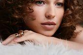 Постер, плакат: Ювелирные изделия и салон красоты Фото искусства моды
