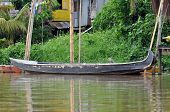 Постер, плакат: Местные лодки на реке в Кучинг