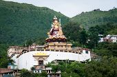 Постер, плакат: Ревалсар является священным местом для буддистов Индия