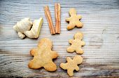 pic of gingerbread man  - Gingerbread cookies in shapes of heart - JPG