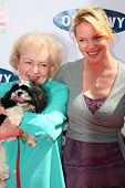 BEVERLY HILLS - APRIL 29: Betty White and Katherine Heigl at the Old Navy Nationwide Search for a Ne