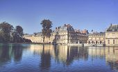 pic of chateau  - View of the Chateau de Fontainbleu and its reflection across a tranquil lake - JPG